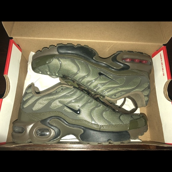 size 40 53f47 09aa9 Nike air max plus (GS) olive green Tn NWT